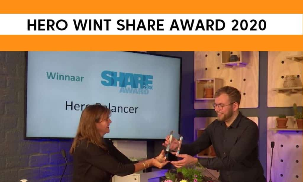 Ted Braakman receives the SHARE award from Marja Ruigrok
